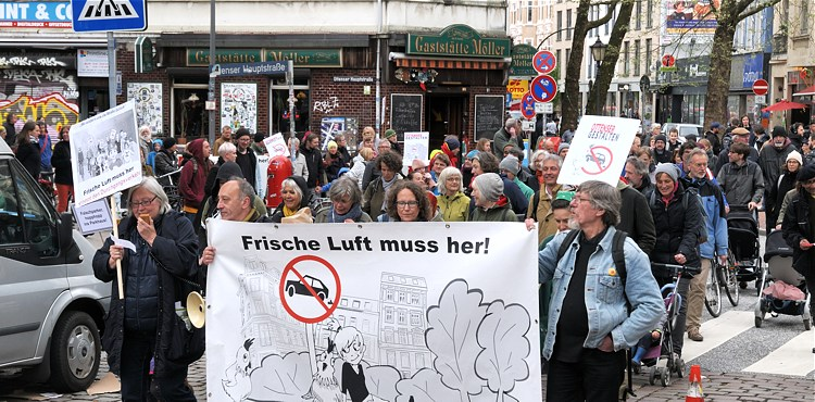 Frische Luft muss her! – unsere 2. Demo zur Verkehrsberuhigung im April 2018